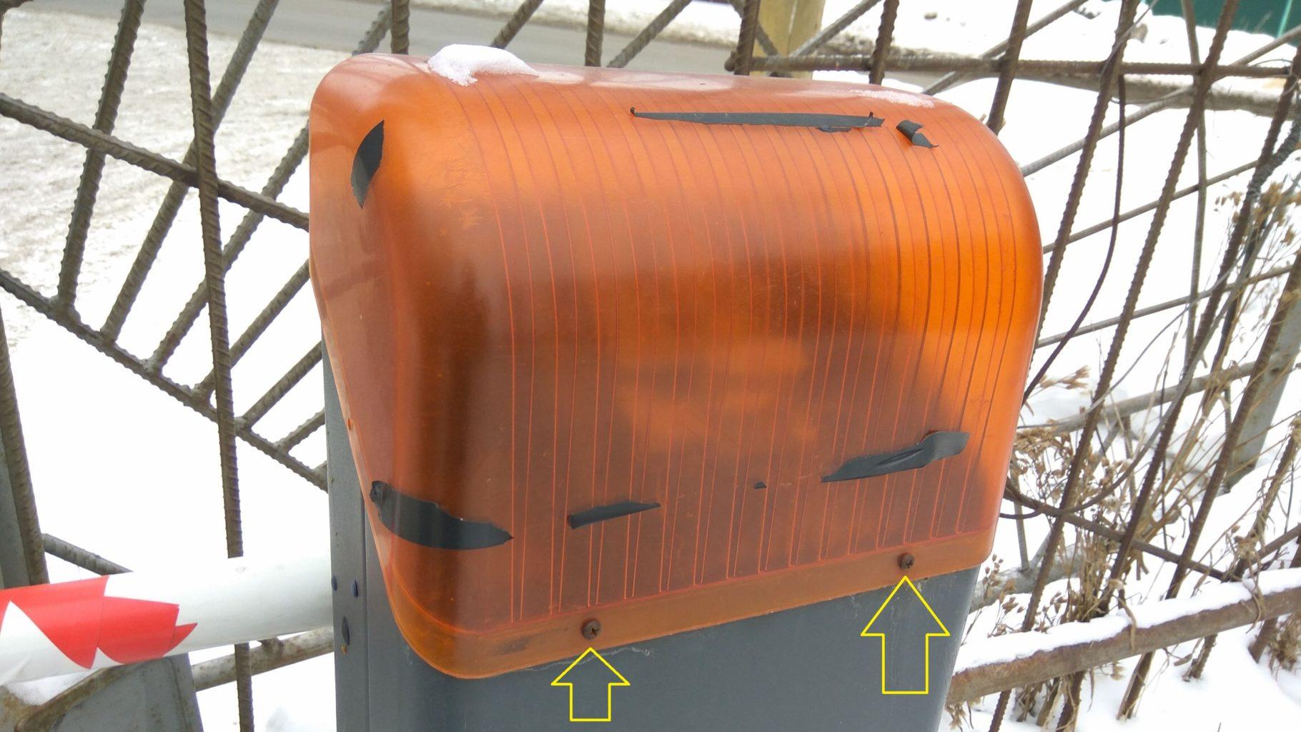Оранжевая крышка тумбы шлагбаума Nice X-Bar